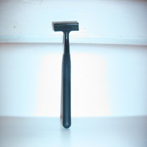Systemrazors-Black Beauty (Gillette TracII type handle)