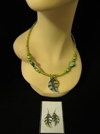 Shell Inlay Choker Matching Earrings Green NWOT