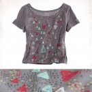 NWT Aerie Smoky Gray Red Green White Triangle Print Cropped T-Shirt Tee S