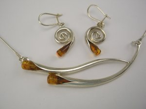 New Artistic Boutique Sterling & Amber Lily Design Necklace & Earrings