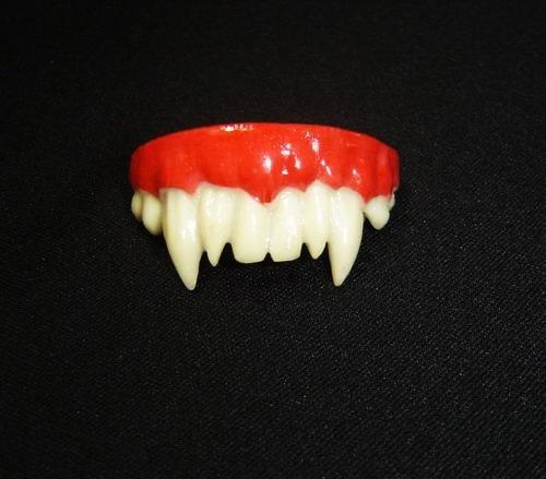 Uneven Gothic Vampire Halloween Teeth D65550