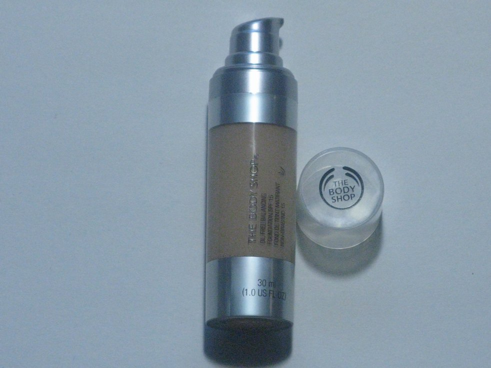 The Body Shop Oil Free Balancing Foundation (SPF15) 05