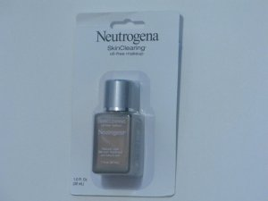 Neutrogena Skin Clearing Oil Free Makeup with Bremish Treatment #105 Golden Honey