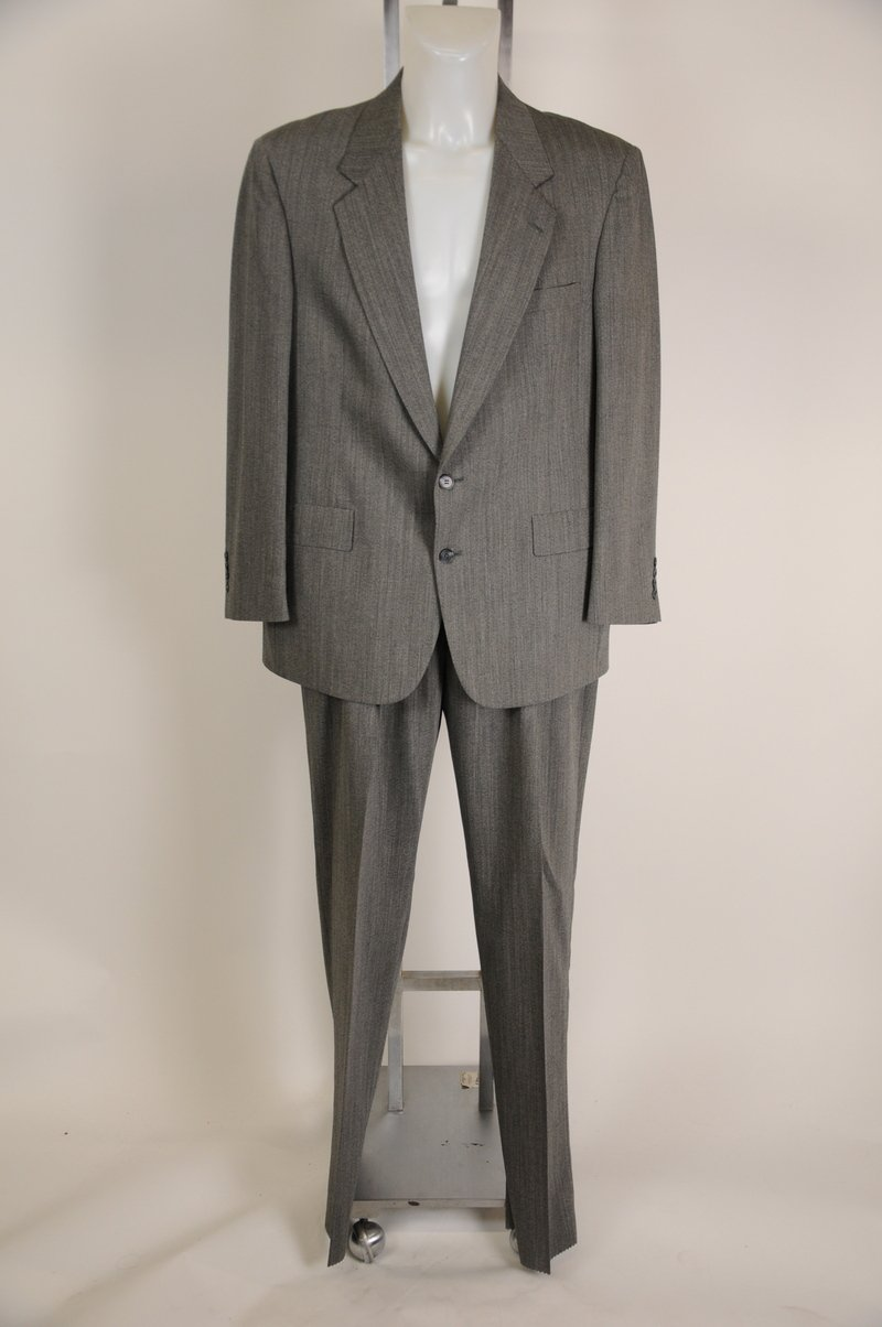 Brand New Gray 100% Wool Suit Size 44R 39 Waist