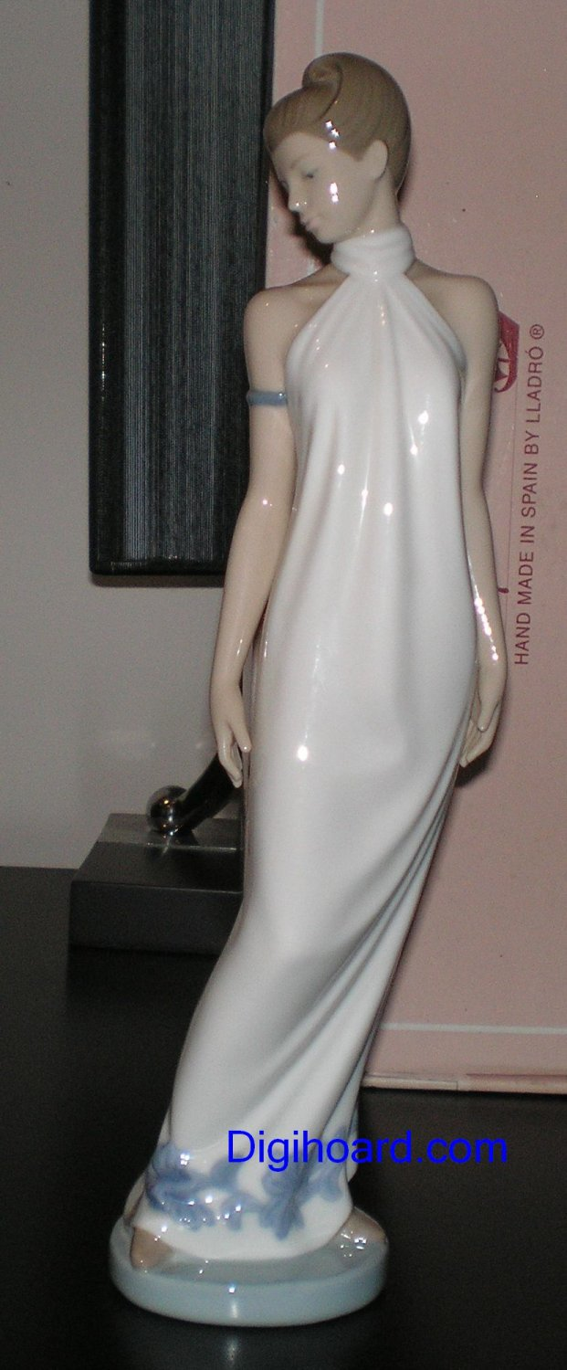 Nao Lladro Elegance # 1205 Perfect Condition