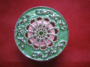 Elegant miniature trinket/jewellery box-brand new-round
