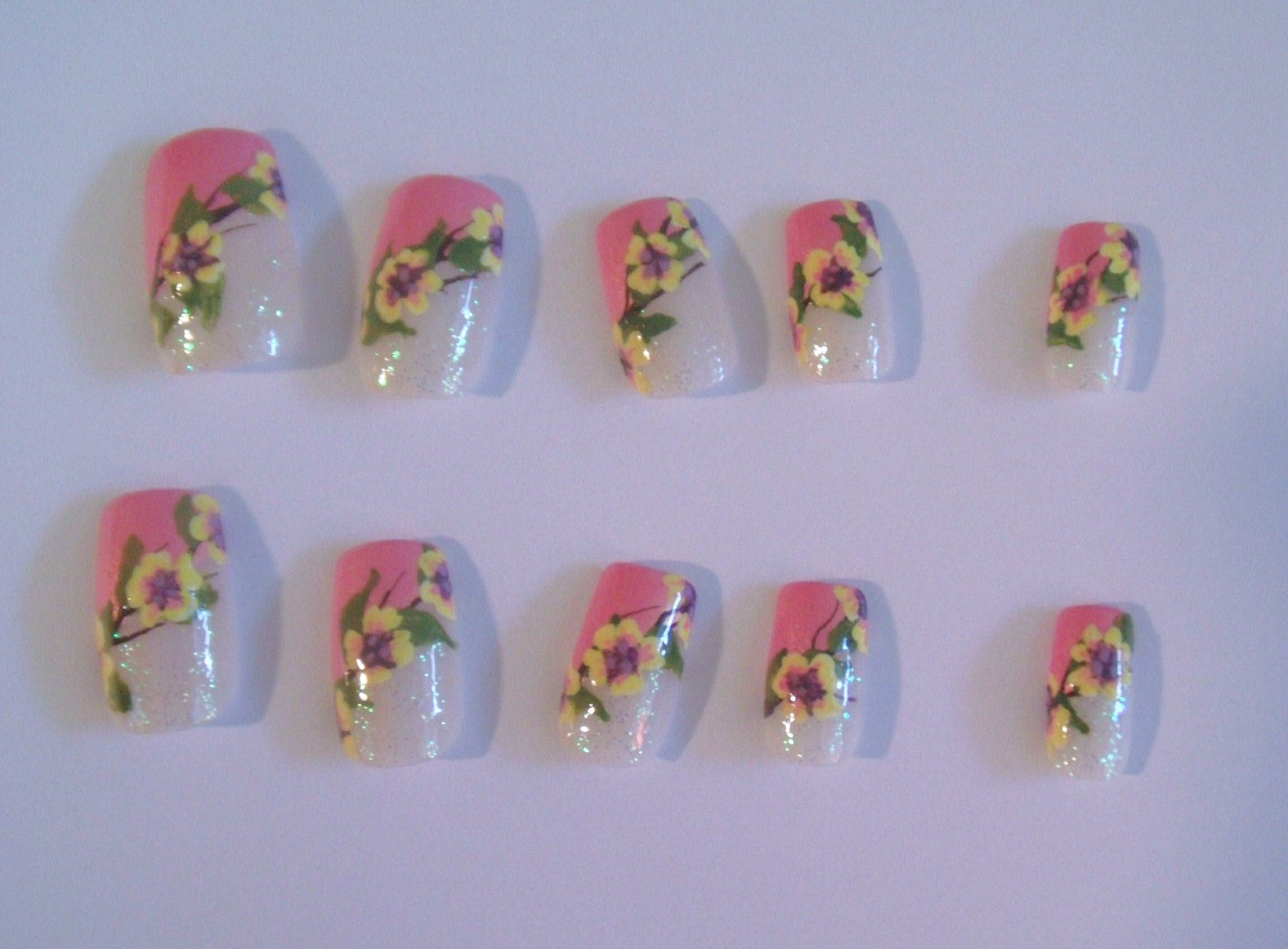 SALE! Daisy Chain Nail Tips