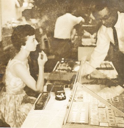 Vintage Photo POLAROID Looking at COINS? 1950s/60s