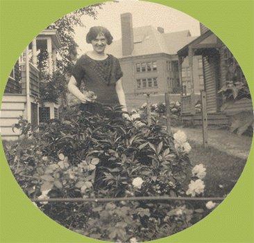 Vintage Photo 1920s/30s PEONY GARDEN Gardener