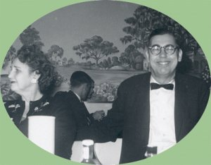 Vintage Photo DECEMBER 1959 Eating Out - Nice Mural