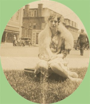 Vintage Photo WOMAN POSING in Fur 1920s/30s CAR