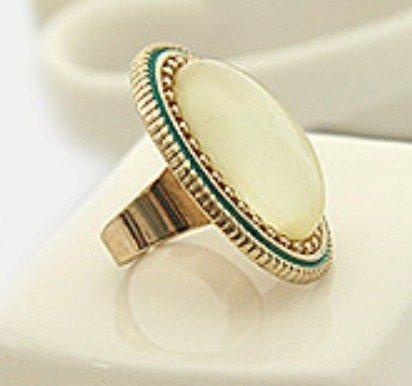 Elegant Vintage Inspired White Oval Ring
