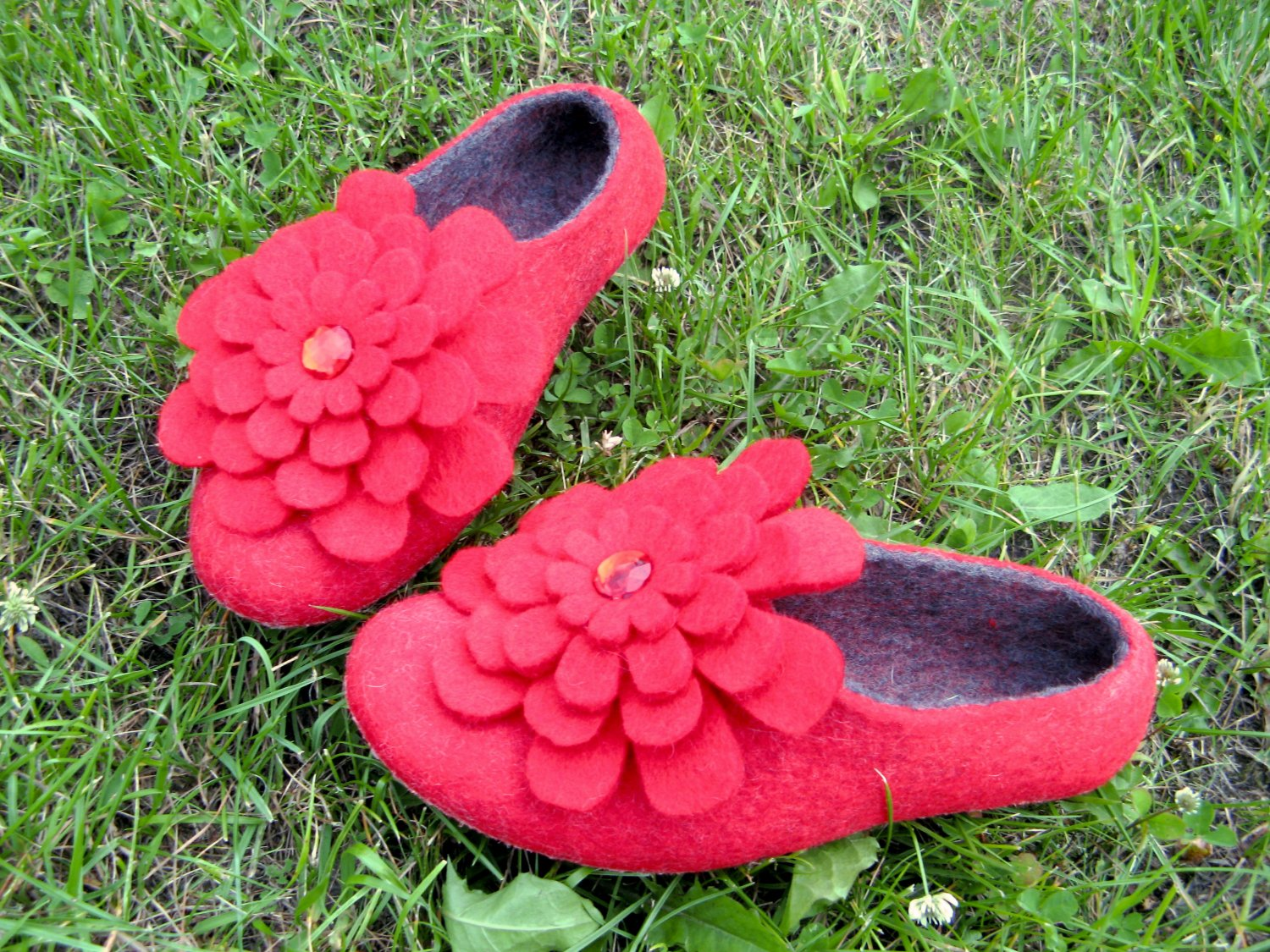 Felted shoes Red POPPY with 3d felted wool Flowers. Made to order. Womens