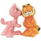Arlene Cat Kissing Garfield Cat Salt and Pepper