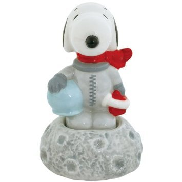Peanuts Magnetic Astronaut Snoopy on Moon Salt and Pepper