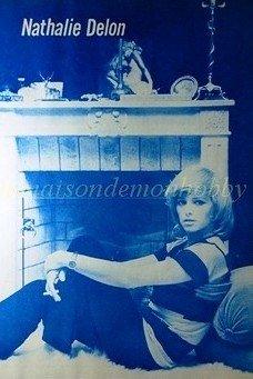 Nathalie Delon at home clipping pinup 1971 : 71s2