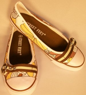 Street Feet retro print brown mary jane tennis shoes size 8