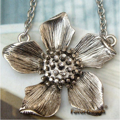 Lovely Swarovski Crystal Silver Plated Flower Necklace Pendant Vintage