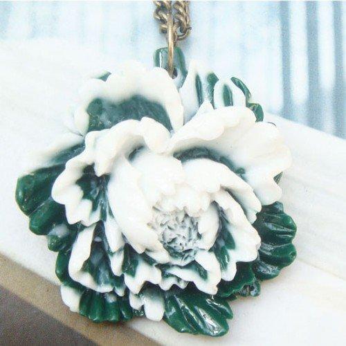 Retro Copper Resin Flower Necklace Pendant Vintage Style
