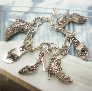 7.5 Pretty Silver Plated Shoes Bracelet Vintage Style