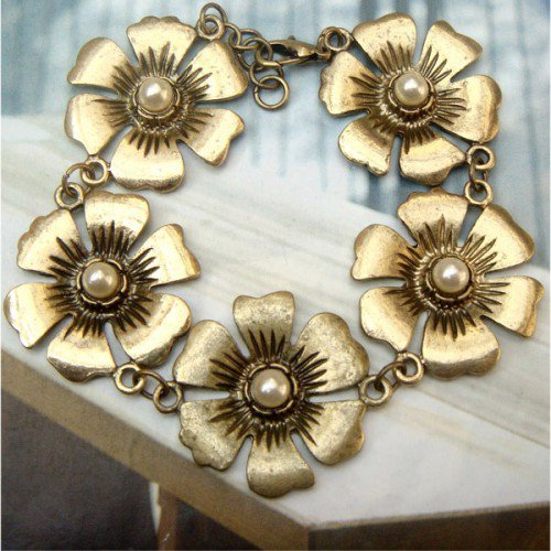 Elegant Retro Brass Flower Bracelet