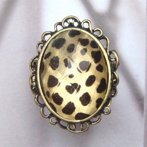 Stretchable Size Antique Brass Oval with Spot Ring