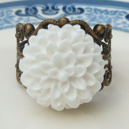 Adjustable Size Brass White Resin Flower Ring