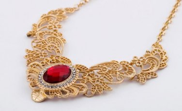 Vintage Style Antiqued Gold Classic Necklace Vogue Dinner  Hollow Out Red Crystal