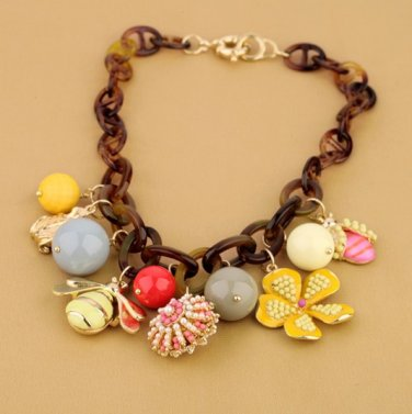 Vintage Style Antiqued Pmma Classic Necklace Vogue Honeybee Flower Necklace