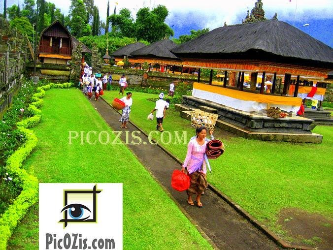 "VPE003201109 - Bali temple - 28x35 (11x14"")"