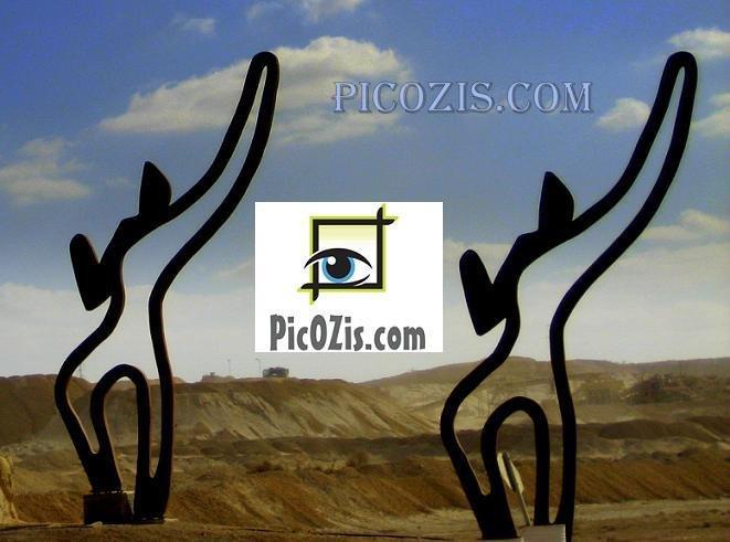 "BST001201109 - Statues in the desert - 15x20cm (6x8"")"