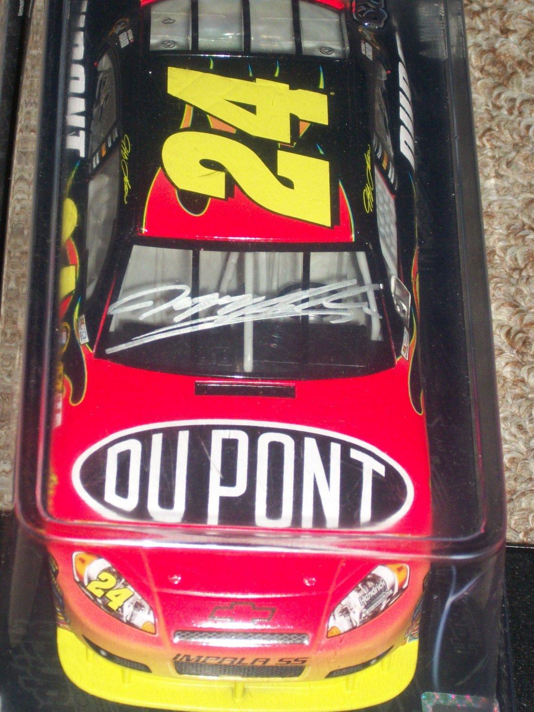 Jeff Gordon autographed Dupont 1:24 Die-Cast car