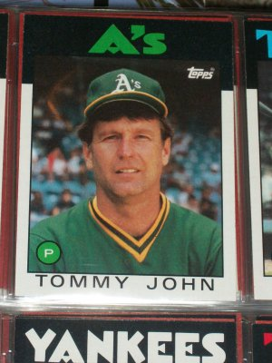 Tommy John 1986 Topps Baseball Card