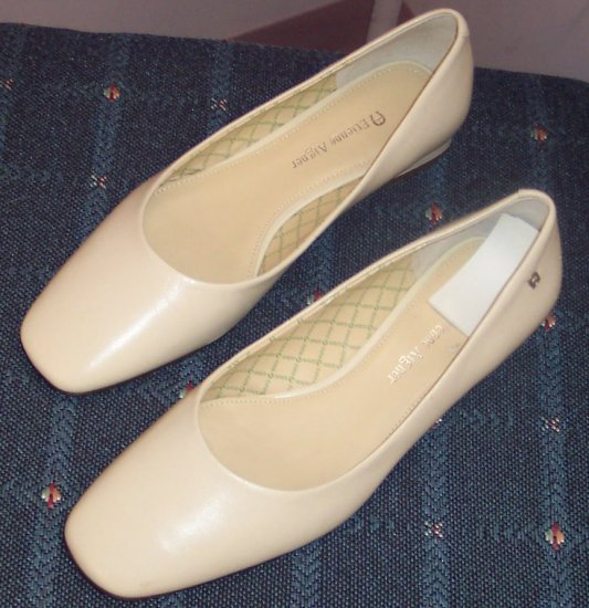 Etienne Aigner Creamy Beige Pumps Size 7M 141-523 Once Is Never Enough