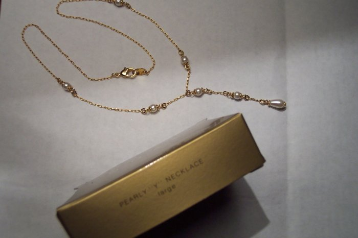 "Vintage Avon 1997 Pearly ""Y"" Necklace Large Goldtone 101-2314"