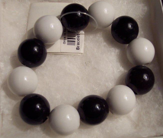 Chunky Retro Funky Big Beads Black & White Heavy Plastic 101-2179 locationD1