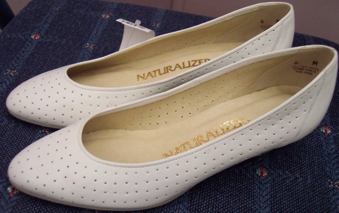 Naturalizer Size 4M Womens White Wedge Pumps Vintage Shoes NWOT 101-2098