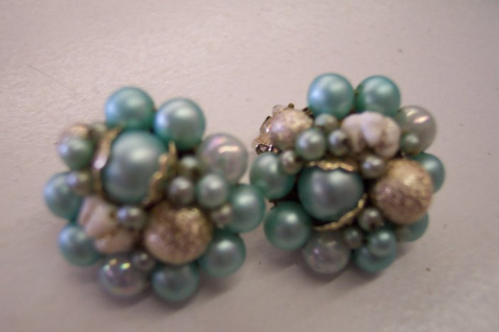 Gorgeous JAPAN Vintage Cluster Turquoise and Silver Bead CLIP EARRINGS 101-1501