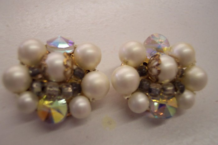 Vintage Cluster Faux Pearl Clip On Earrings 374-270