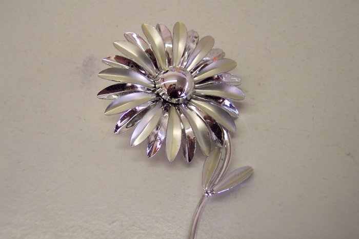 Sweet Vintage Flower Power Pin Silver Tone Finish Brooch Costume Jewelry 120-59