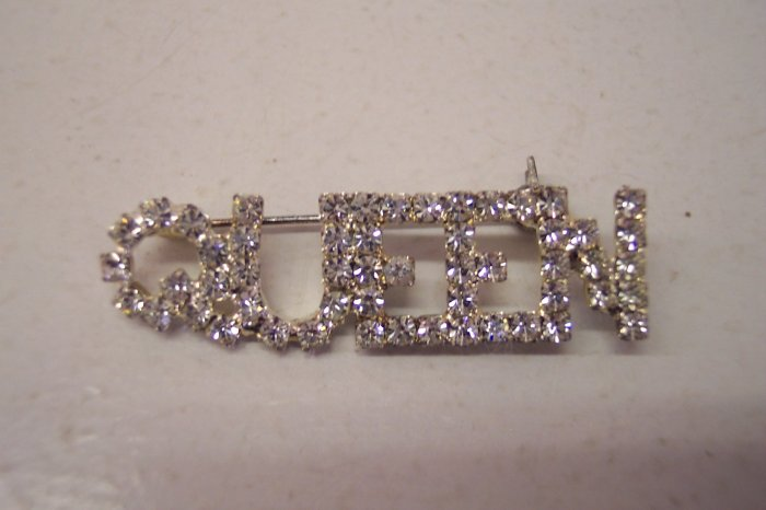 Stunning Vintage Costume Jewelry Rhinestone Queen Pin Brooch Brooches Silver Finish 101-2431