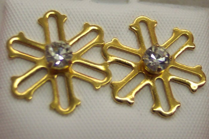 Sweet SNOWFLAKE PIERCED EARRINGS Rhinestone Studs 109-252 Vintage Costume Jewelry