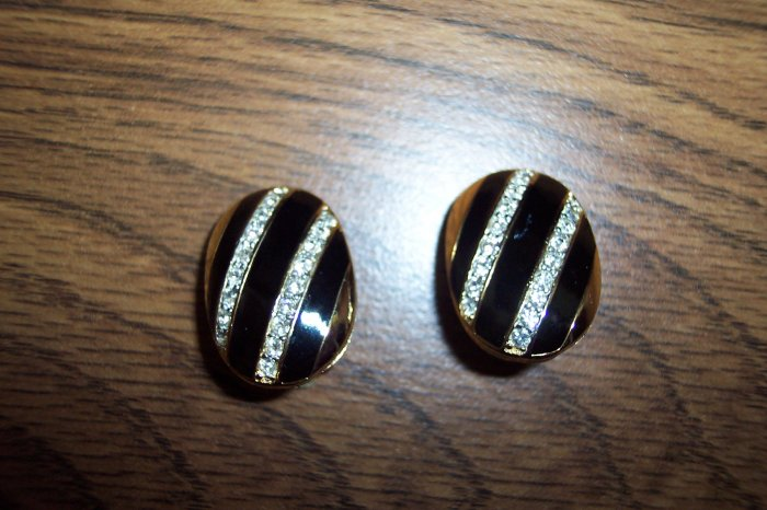 Black Enamel Rhinestones Goldtone CLIP EARRINGS 101-4056 Costume Jewelry