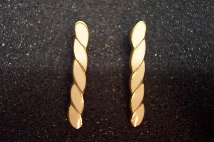 Vintage Monet Pierced Goldtone ENAMEL EARRINGS 101-3798 Costume Jewelry