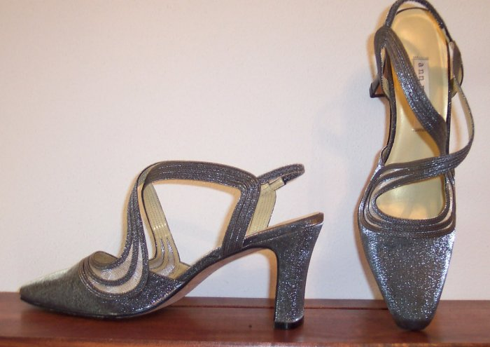 Beautiful Ann Marino Silver Slides Mules Shoes Size 7.5 M 7 1/2 M 101-2357 location88