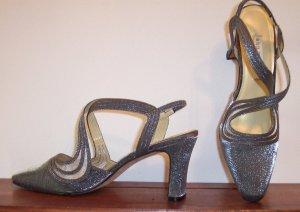 Beautiful Ann Marino Silver Slides Mules Shoes Size 7.5 M 7 1/2 M 101-2357 location88