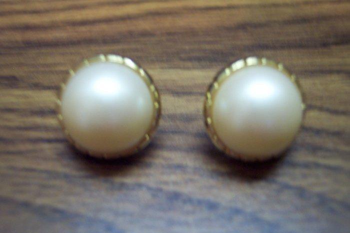 Vintage Goldtone Rimmed FAUX PEARL Button Pierced EARRINGS 101-4002 Costume Jewelry