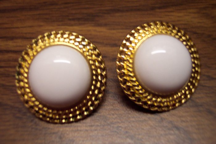 Vintage Goldtone White Cabachon Pierced Earrings 101-3790 Costume Jewelry