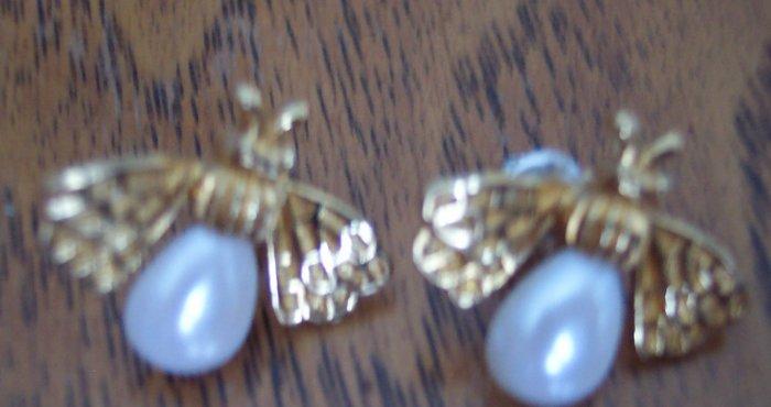 Vintage BEE Goldtone Pierced EARRINGS 101-3777 Altered Art  Great Detail
