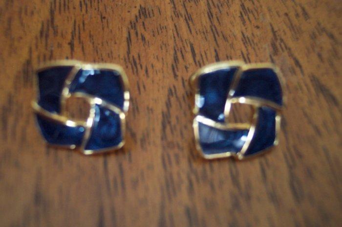Vintage Black Enamel Goldtone Square Knot PIERCED EARRINGS 101-3824 Costume Jewelry